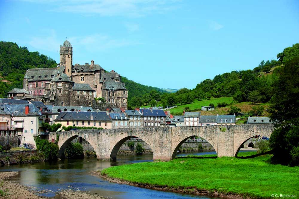 """Estaing, l'un des 10 villages classés """"Plus Beaux Villages de France"""" en Aveyron"""