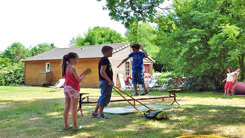 Atelier cirque au club des enfants de la Grange de Monteillac © Grange de Monteillac