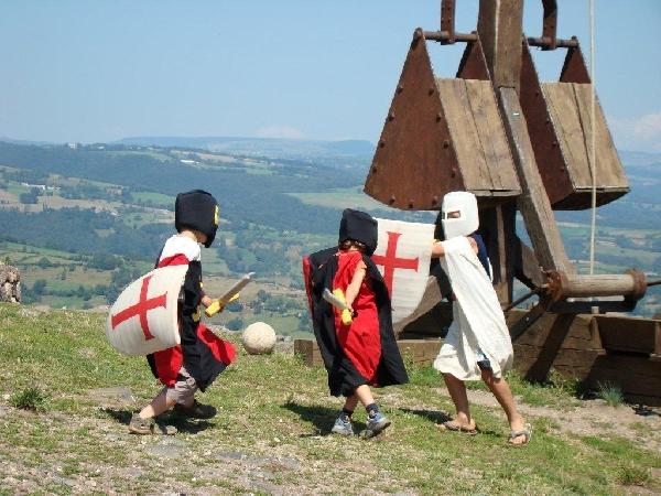 Les petits chevaliers du château de Calmont d'Olt © château Calmont d'Olt