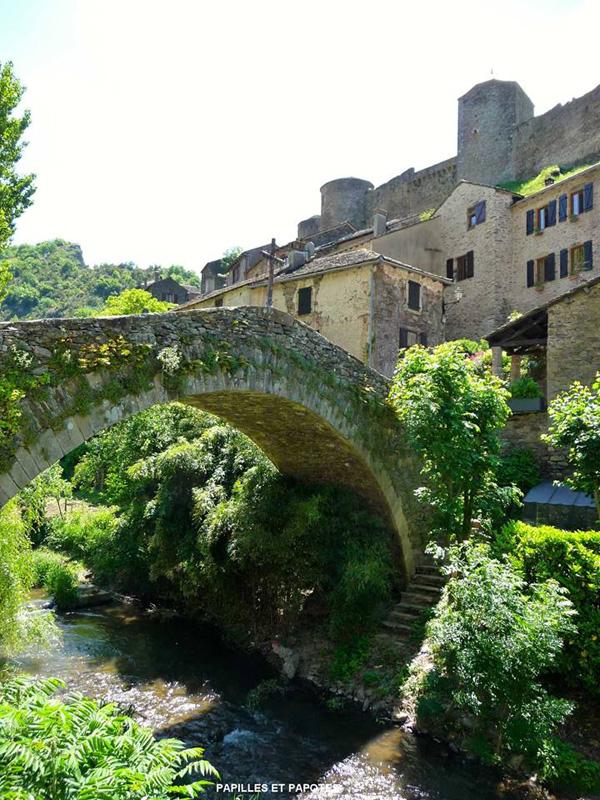 Pont « crouput » datant de 1366, inscrit au titre des Monuments Historiques