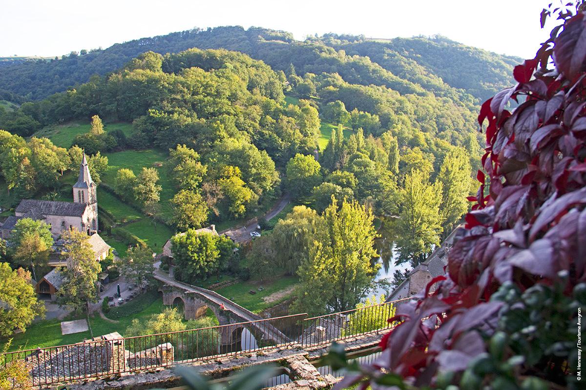 Belcastel depuis le château © M. Hennessy / Tourisme Aveyron