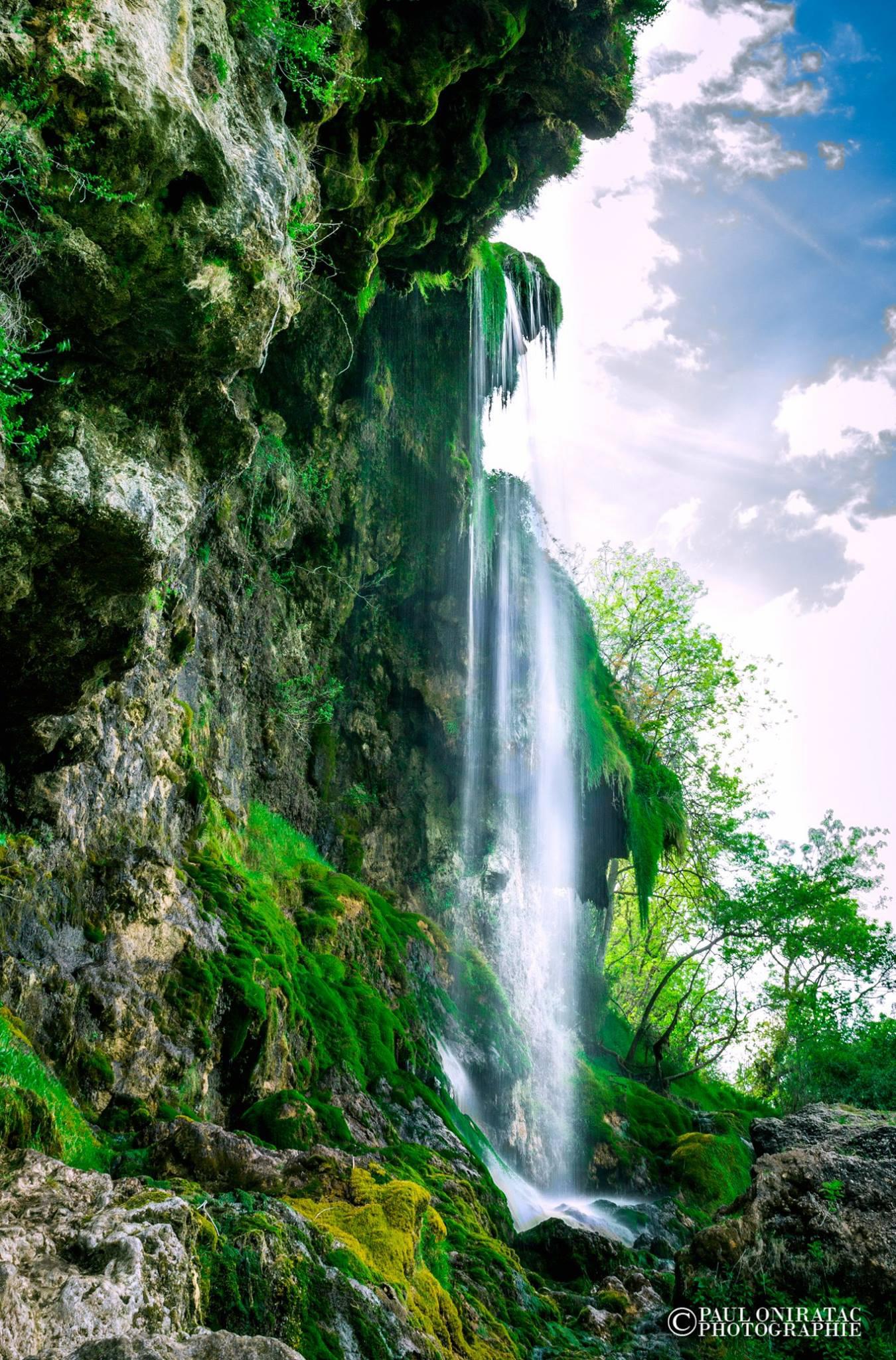 Cascade à Creissels, Aveyron © P. Oniratac