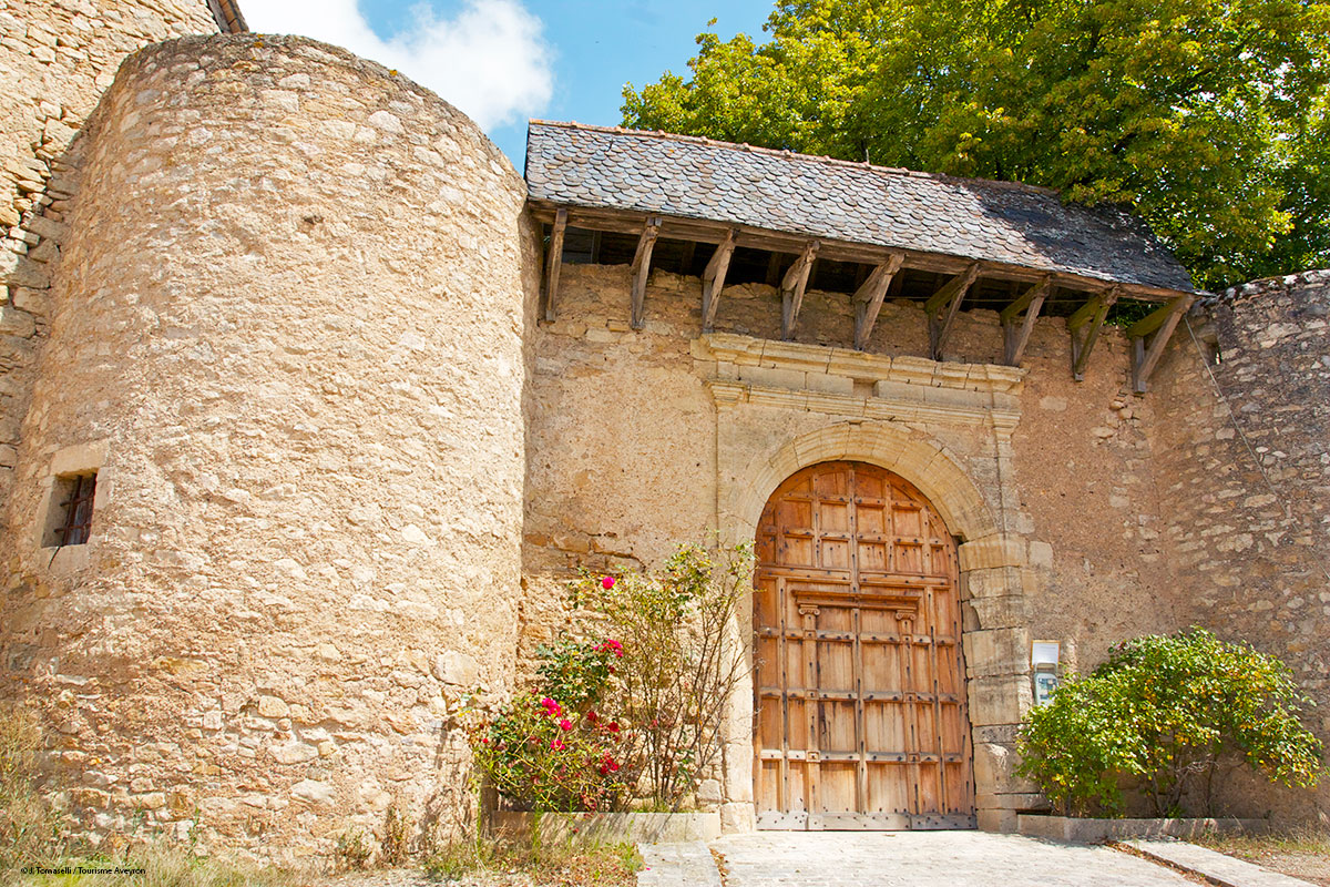 Entrée du Château de Bournazel, Aveyron © J. Tomaselli / Tourisme Aveyron