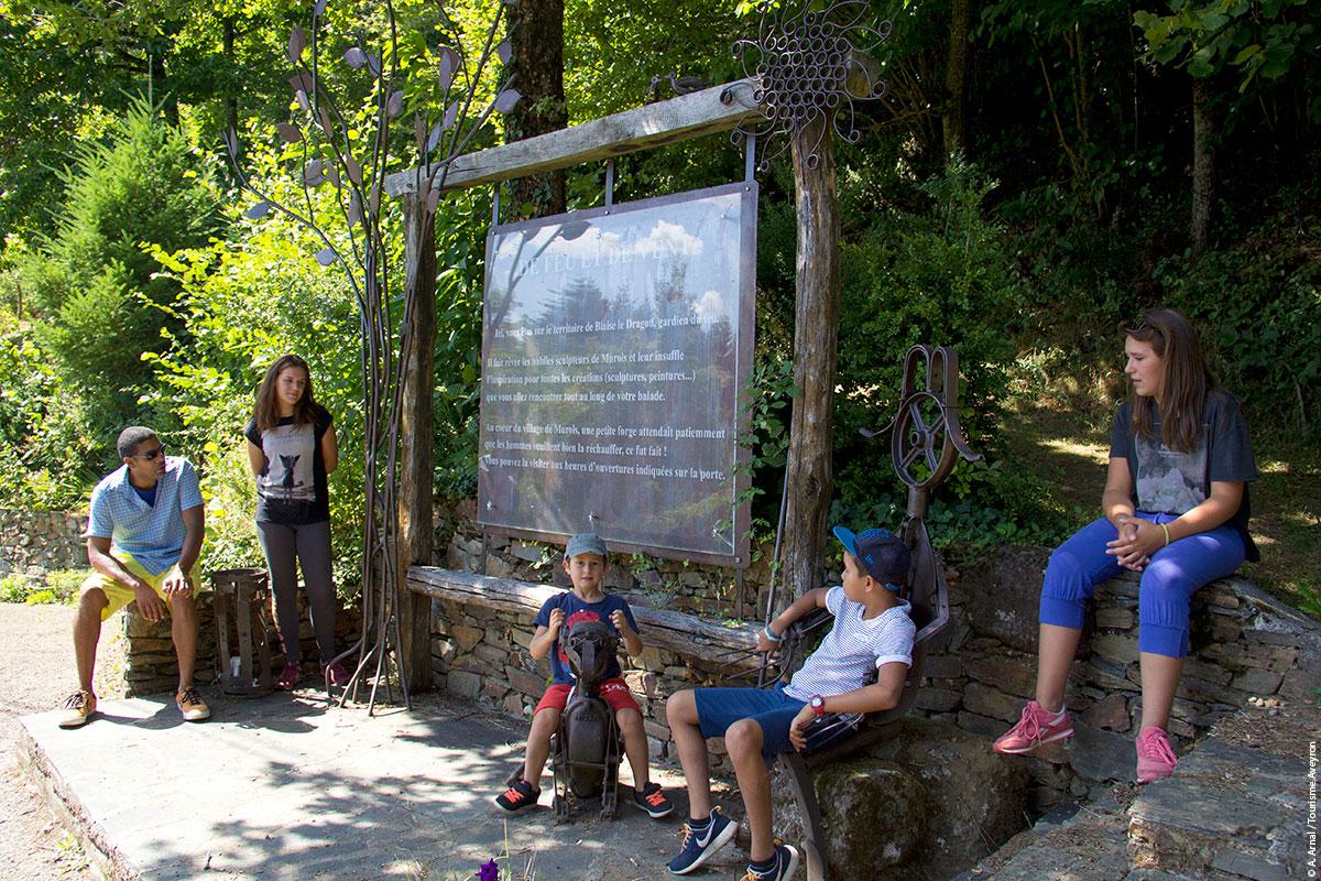 Pause détente, Sentiers de l'imaginaire © A. Arnal / Tourisme Aveyron