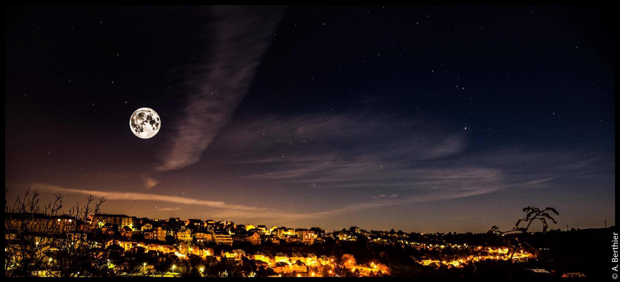 La lune sur Rodez, Aveyron