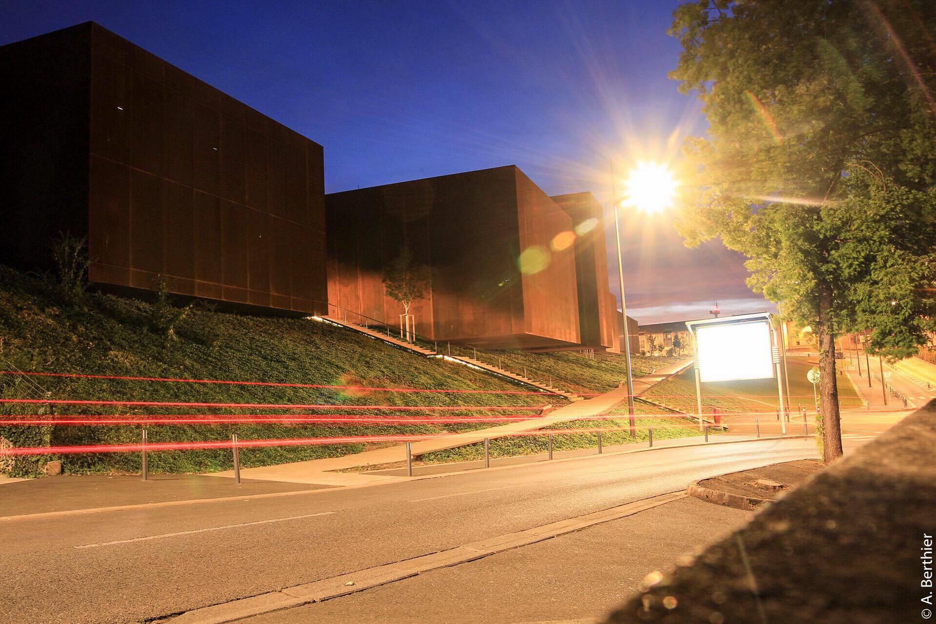 Arrière du musée Soulages, la nuit, Rodez, Aveyron