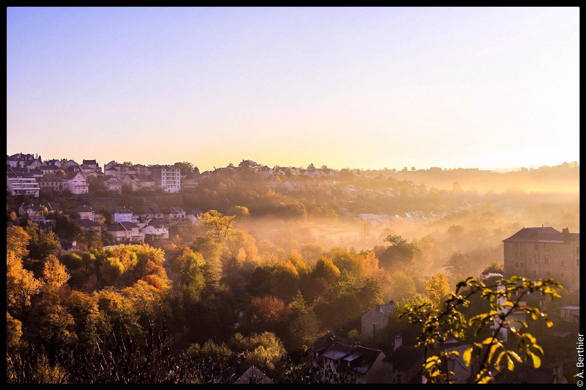 Vue sur Rodez au crépuscule, Aveyron