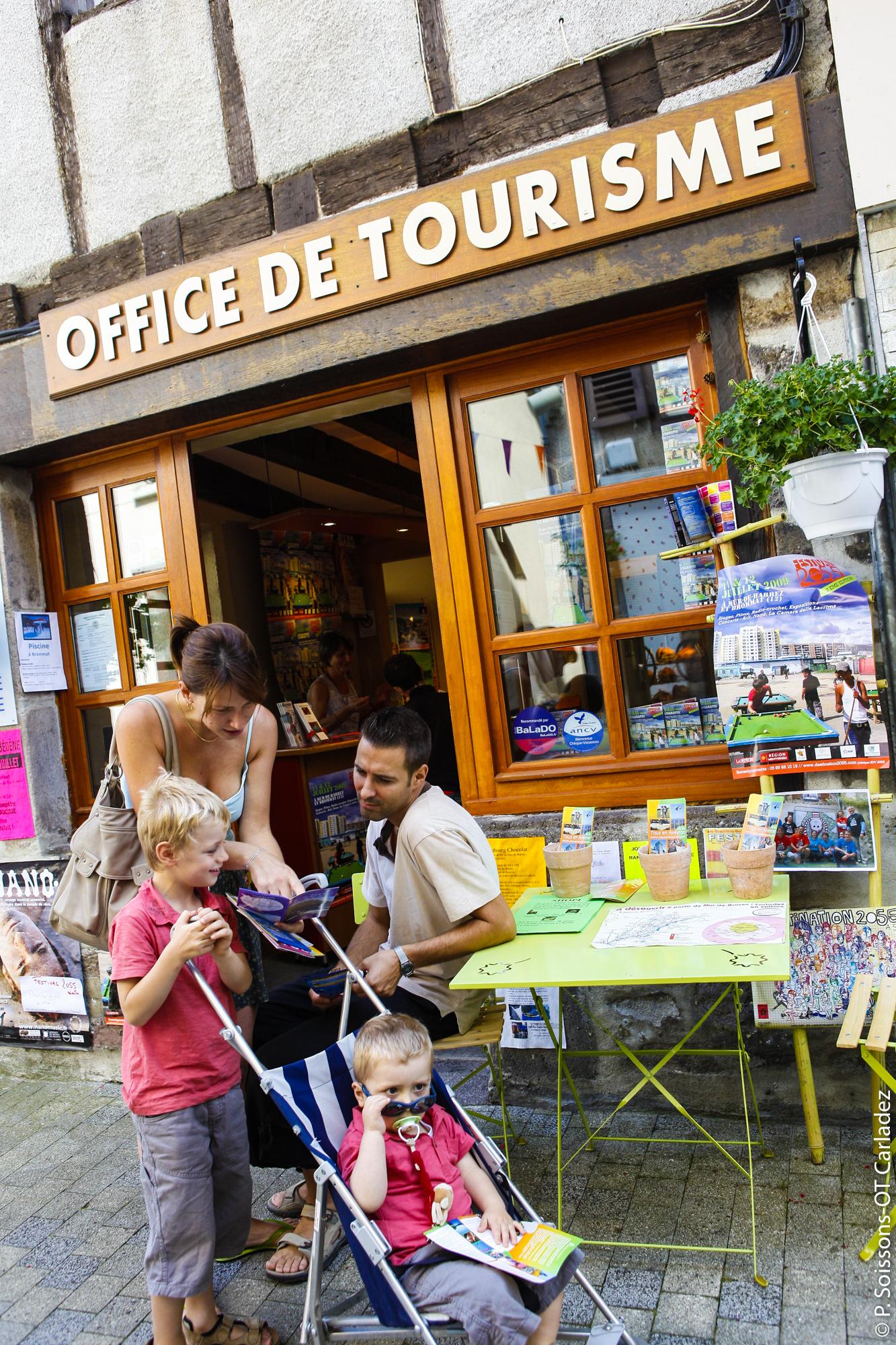 Famille à Mur-de-Barrez © P. Soissons / OT Mur-de-Barrez