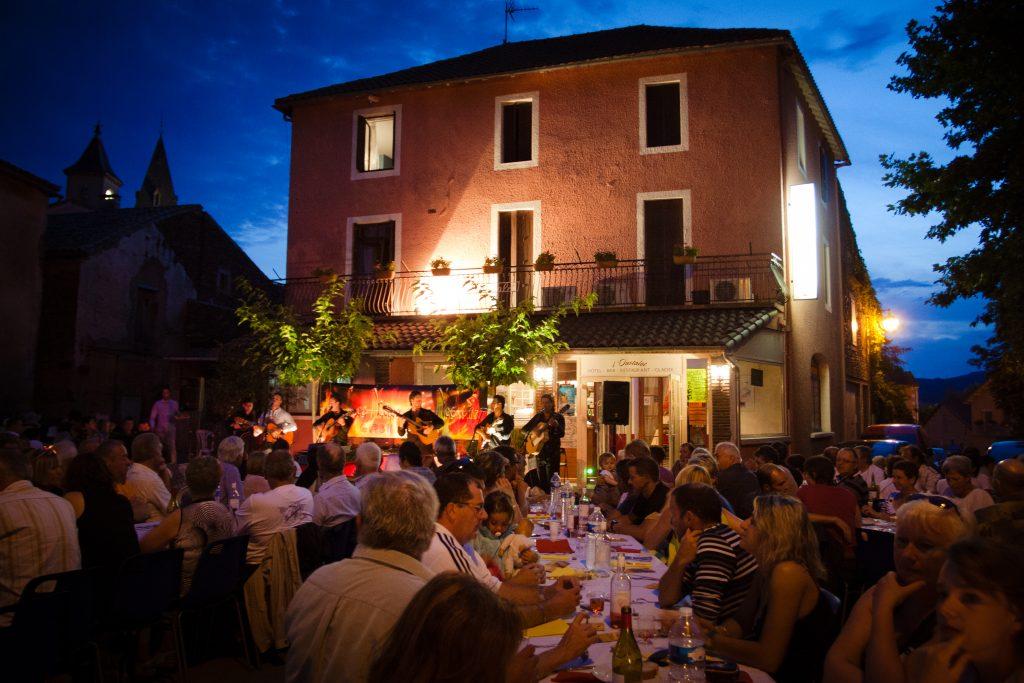Fête de village à Montlaur, Aveyron © J.Tomaselli-Tourisme Aveyron