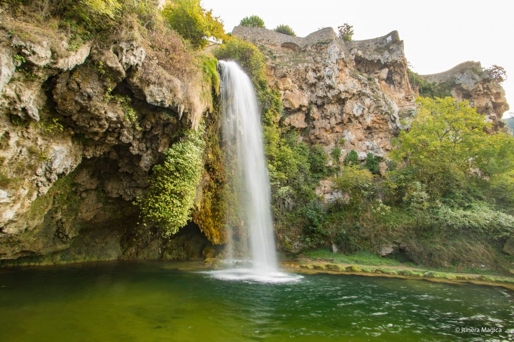 Cascade de Salles-la-Source, Aveyron © Itinera Magica