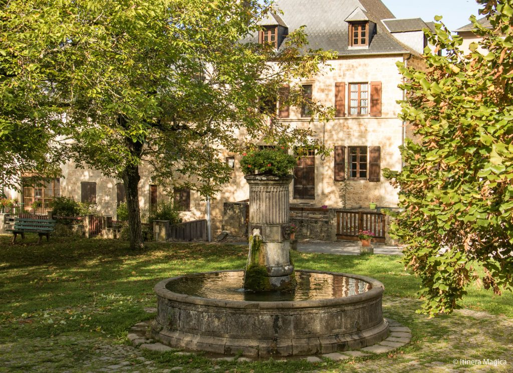 Fontaine de Salles, Aveyron © Itinera Magica