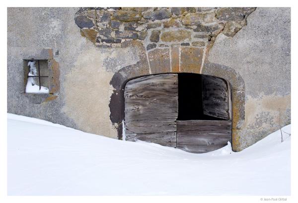 Porte a Aubrac, Aveyron © Jean-Paul Girbal