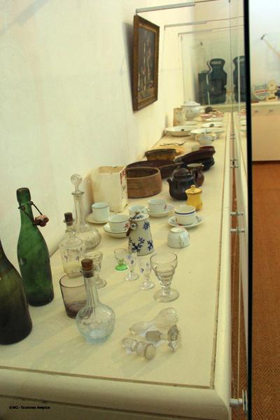 Vaisselle-Musee-Moeurs-et-Coutumes-Espalion-©-MG-Tourisme-Aveyron