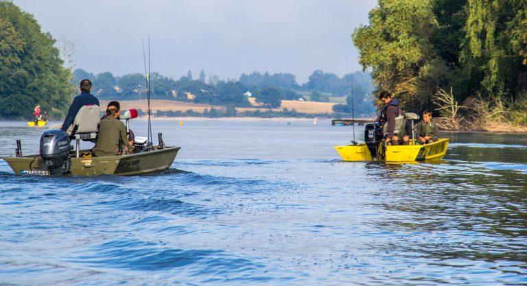 Pêche en bateau sur le lac de Pareloup, Aveyron © M. Fabre - Tourisme Aveyron