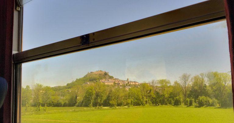Sévérac-le-Château depuis le train © E. Moreau