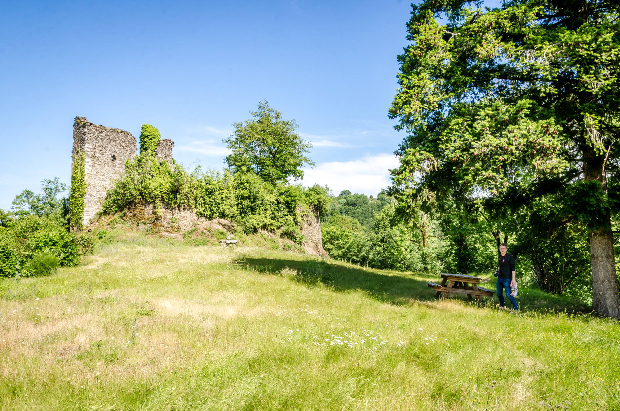 Ruine sur le site de la chapelle de Villelongue © M. Hennessy - Tourisme Aveyron