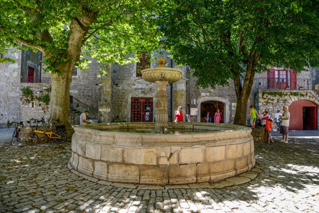 Fontaine de Sainte-Eulalie de Cernon, Aveyron