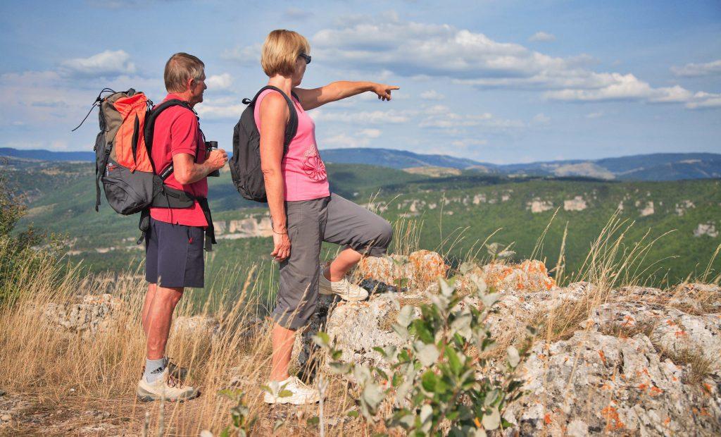Randonneurs dans le sud Aveyron