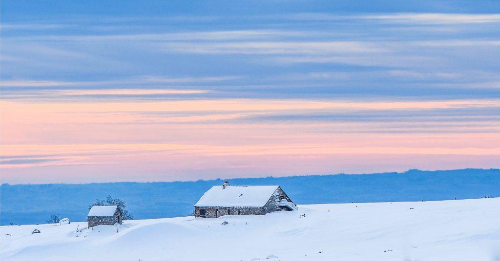 Buron de l'Aubrac sous la neige © G. Fournier - Tourisme Aveyron