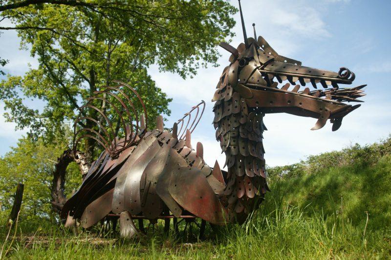 Sentier de l'imaginaire et dragon de métal